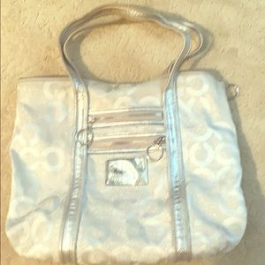 Coach shoulder bag used but in good condition